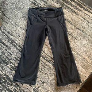 Misses ATHLETA Large Tall Black Crop leggings Pant